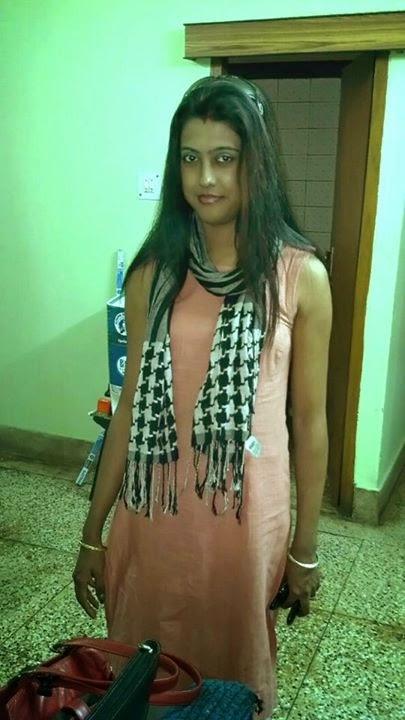 The Gal with Sexy Navel indianudesi.com