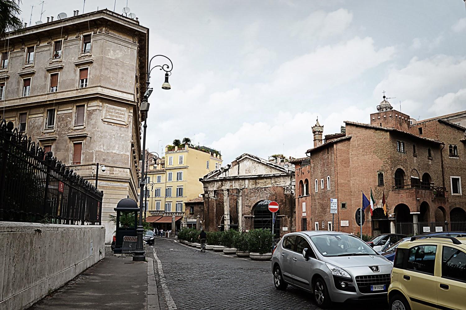 Largo 16 ottobre 1943, Roma, deportazione degli ebrei, Il luogo in cui venivano spinte le fila degli ebrei, oggi dans Roma DSC_9822_largo-16-ottobre-1943