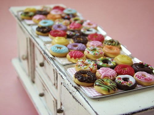21-Stéphanie-Kilgast-Incredible-Miniature-Foods-Savoury-Sweet-Dishes-Dolls-House-www-designstack-co