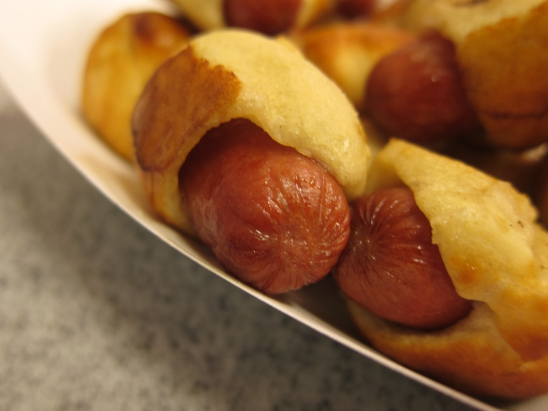Review: Auntie Anne's - Mini Pretzel Dogs | Brand Eating