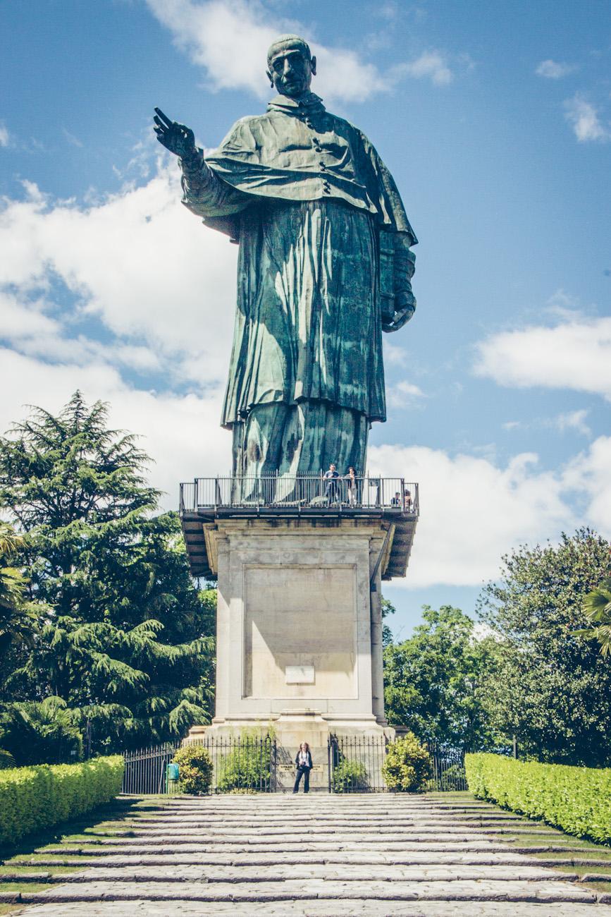 Statue des San Carlo Borromeo