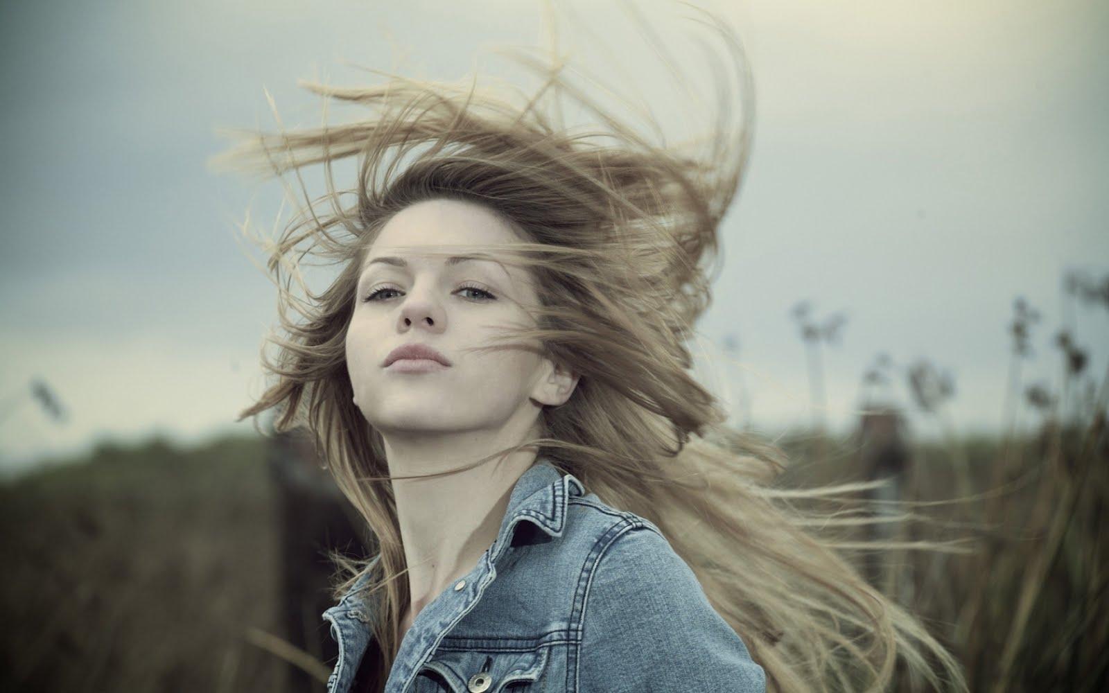 http://4.bp.blogspot.com/-if1yzin4qCI/UCwfmsTrHxI/AAAAAAAAB_M/FZco_8Kdi6w/s1600/girl_brunette_field_grass_wind_mood_29082_1680x1050.jpg