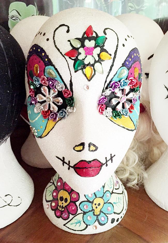 Pearls & Swine, decorated model head