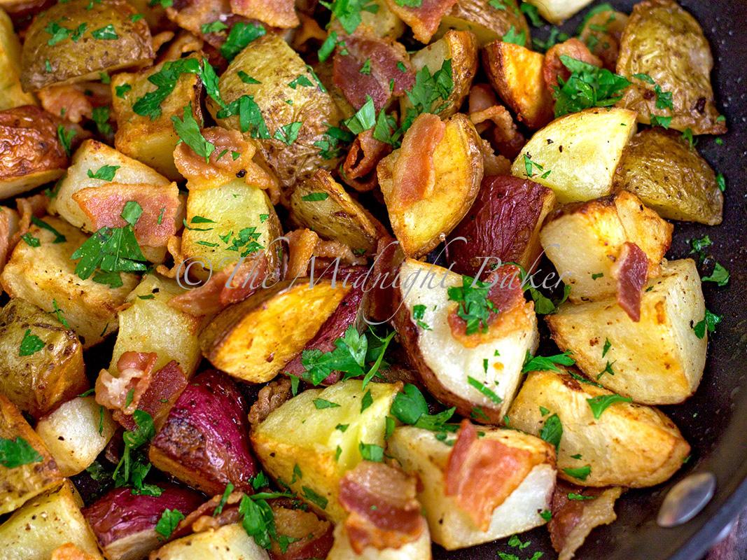 Bacon Parsley Roasted Potatoes | bakeatmidnite.com | #sidedishes # ...