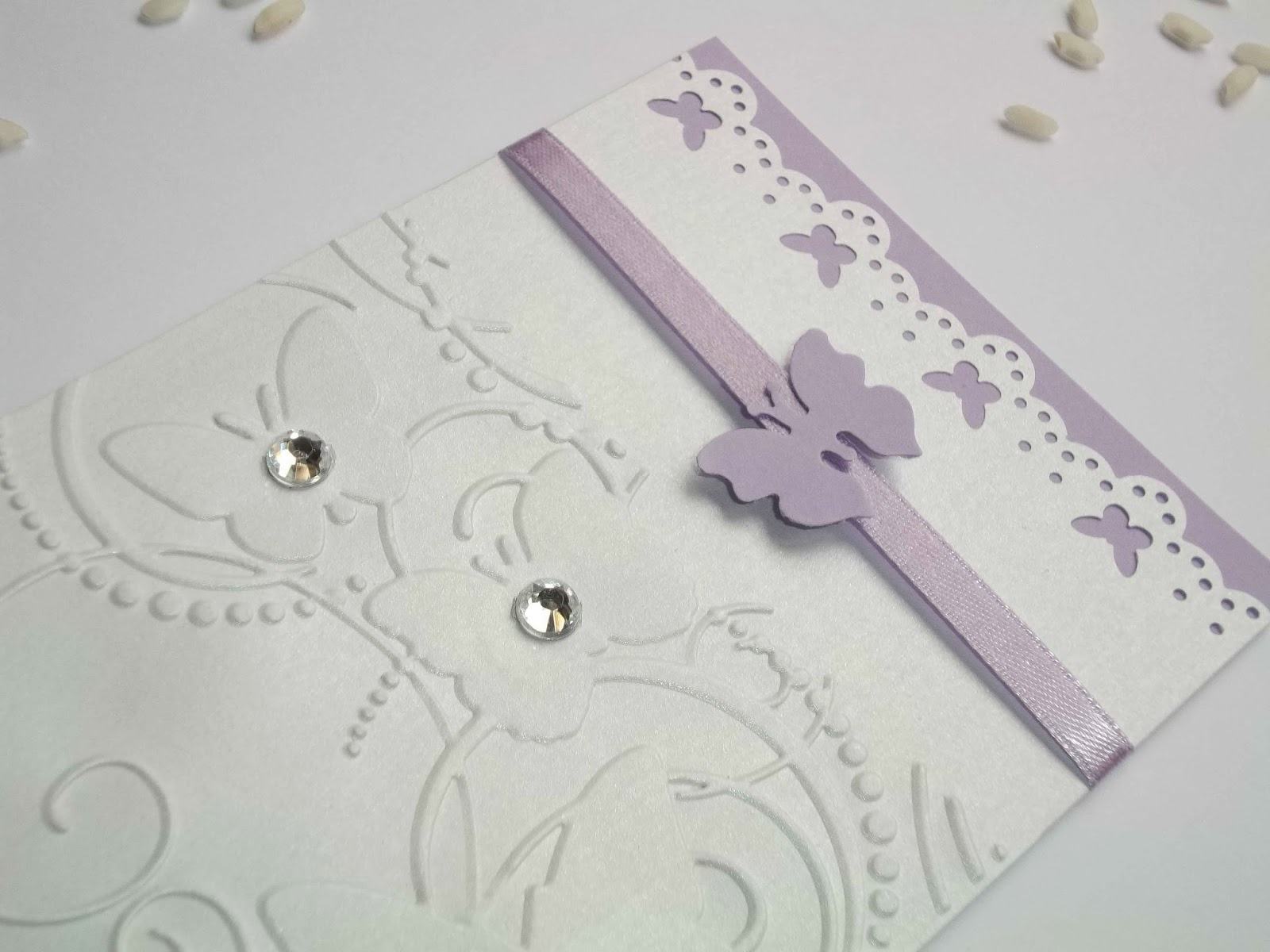 sempre in formato rettangolare, con copertina decorata da farfalle ...