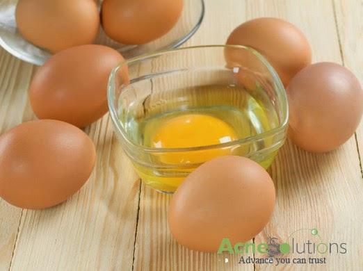 cách trị mụn thâm từ lòng trắng trứng gà