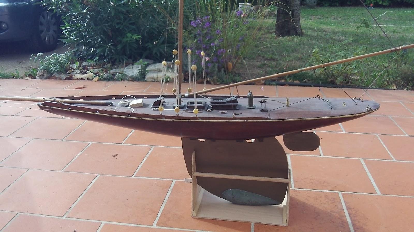 voiliers de bassin pond yachts grand voilier de bassin en acajou. Black Bedroom Furniture Sets. Home Design Ideas