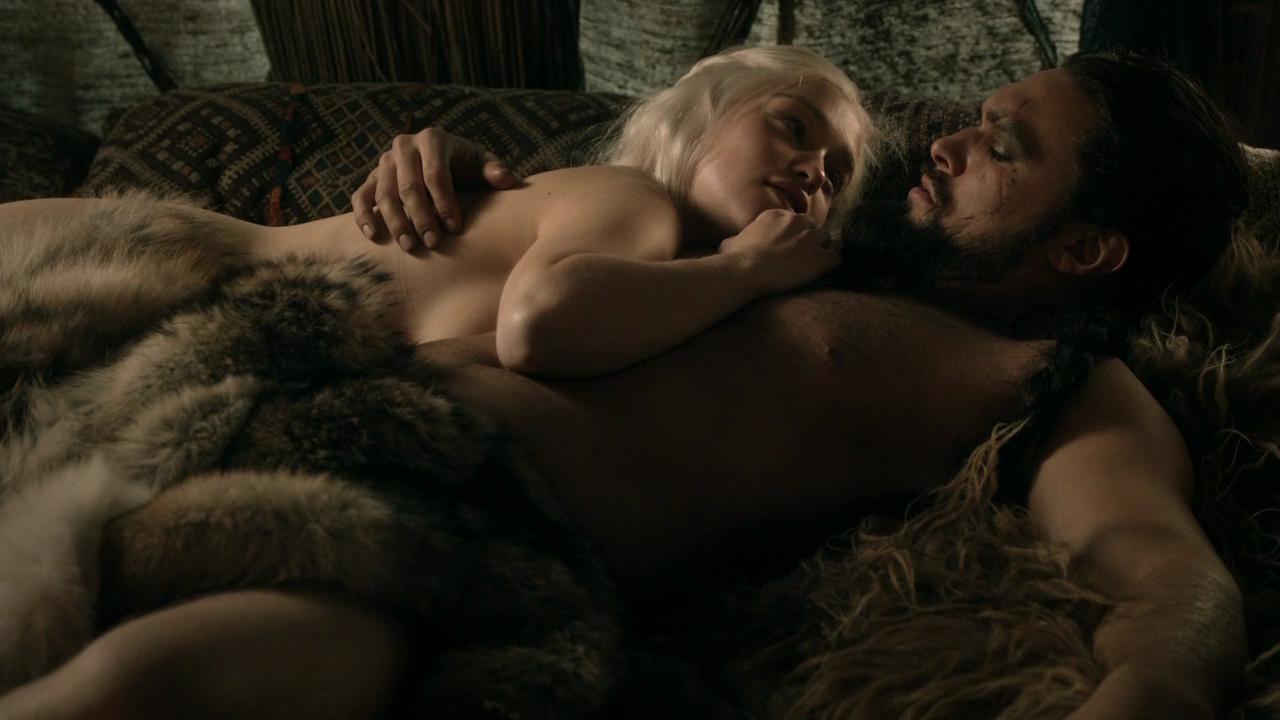 ¡Pillados! #Juego - Página 2 Emilia-clarke-jason-momoa-game-of-thrones-lord-snow-01
