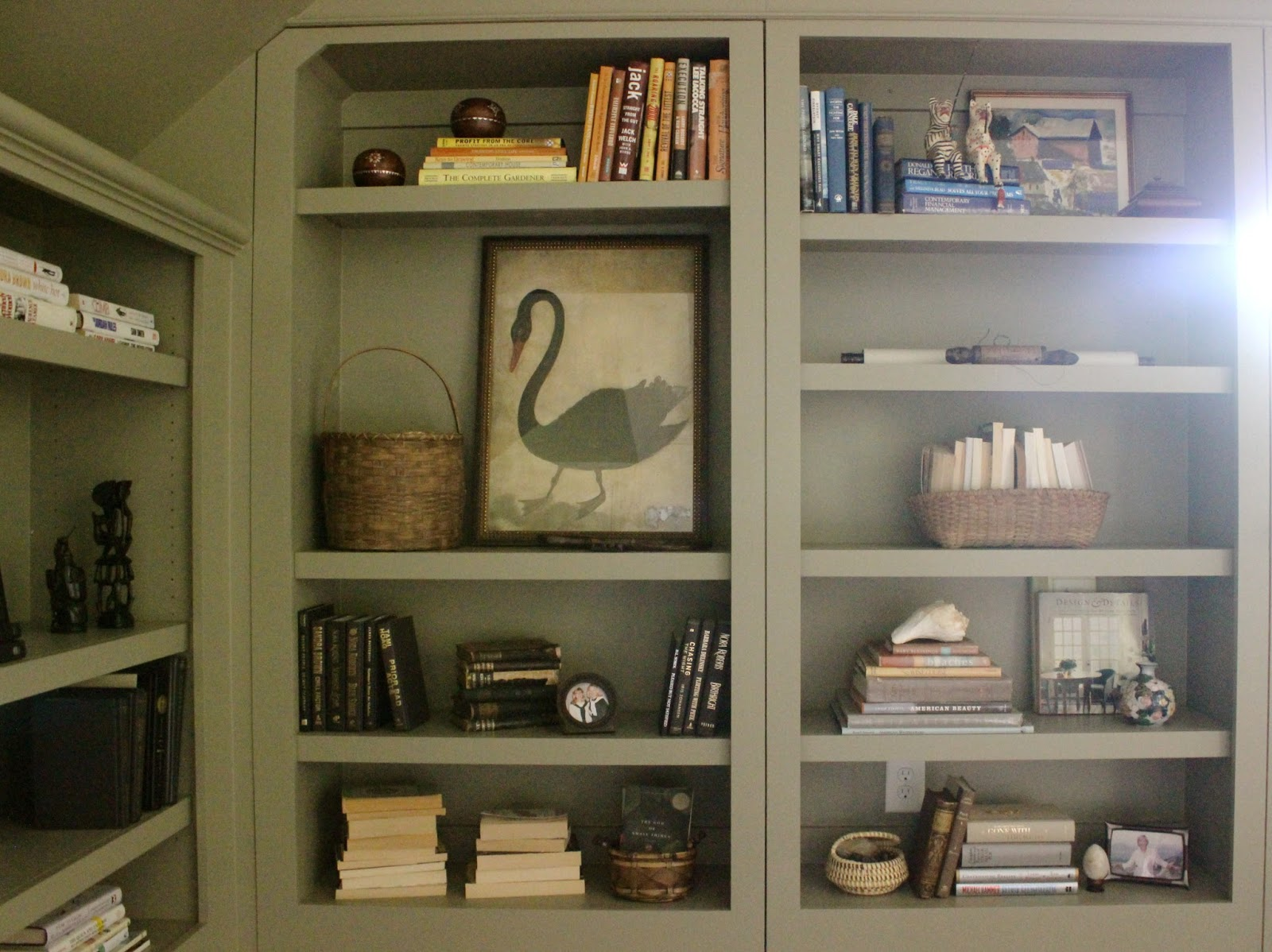 styling bookcases 101 design indulgence - Styling Bookcases
