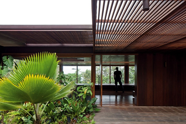 Entrance to the AMB House by Jacobsen Arquitetura