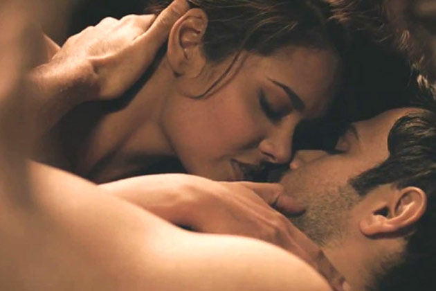 esha gupta smooching kissing scene