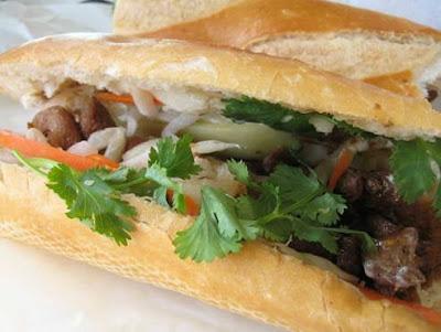 Cách làm Bánh thịt kẹp rau ngon