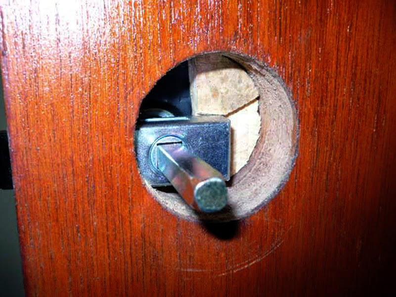 Como ajustar una manilla nueva, y rellenar el agujero de un pomo para colocar una manilla