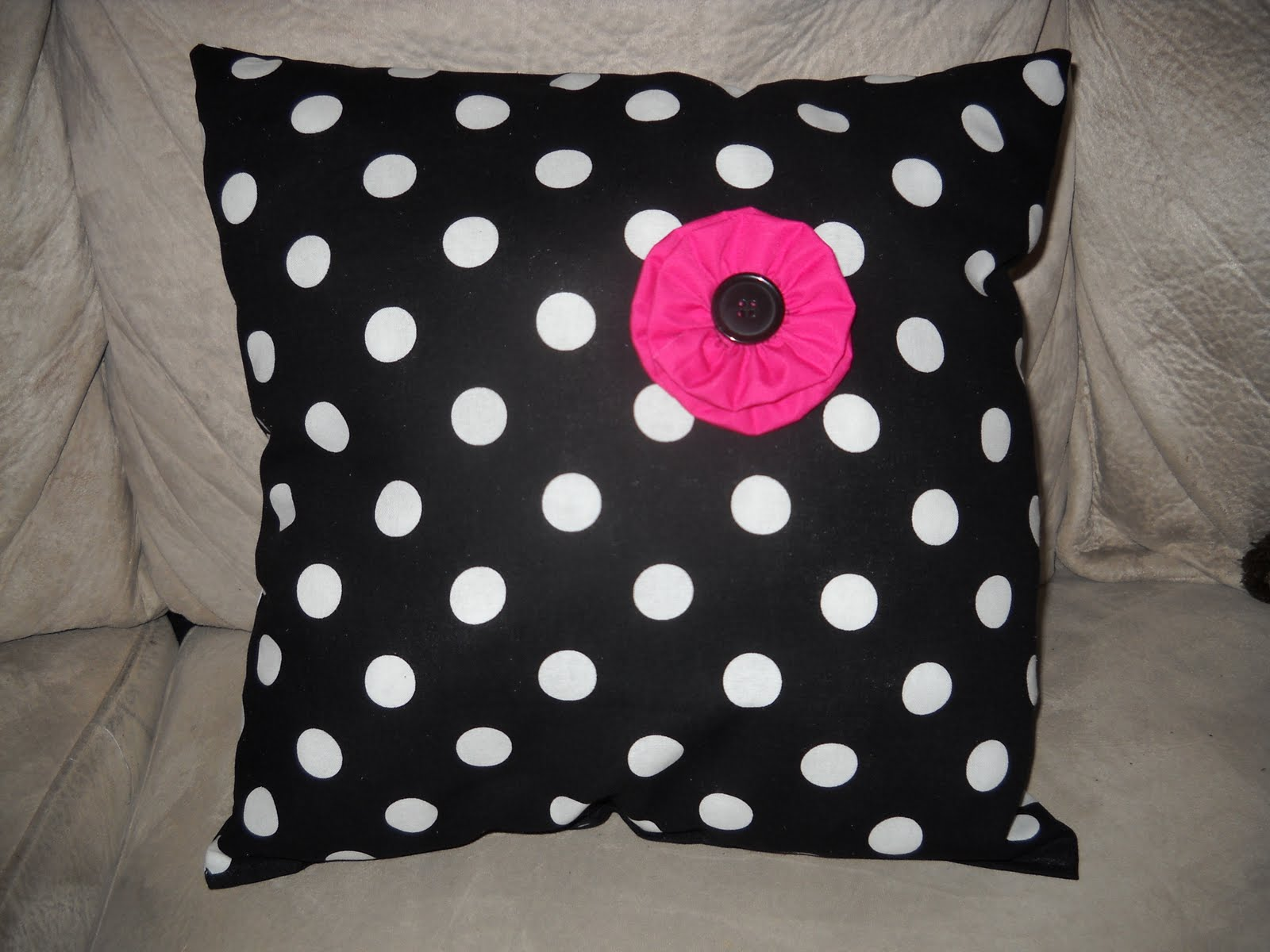 Throw Pillow Makeover : So I Saw This Tutorial ...: Teen Room Redo Part 2: Easy Throw Pillow Makeover