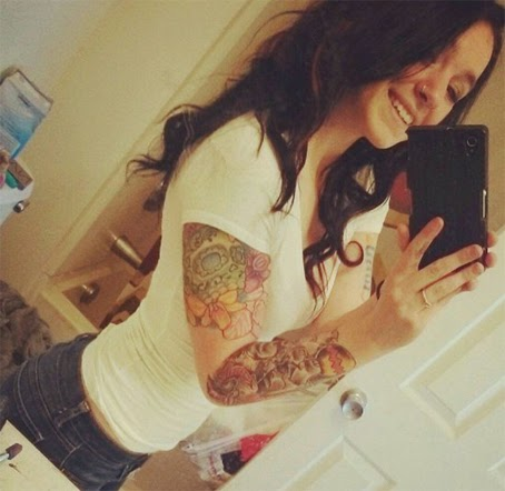 chicas hot tatuadas selfies