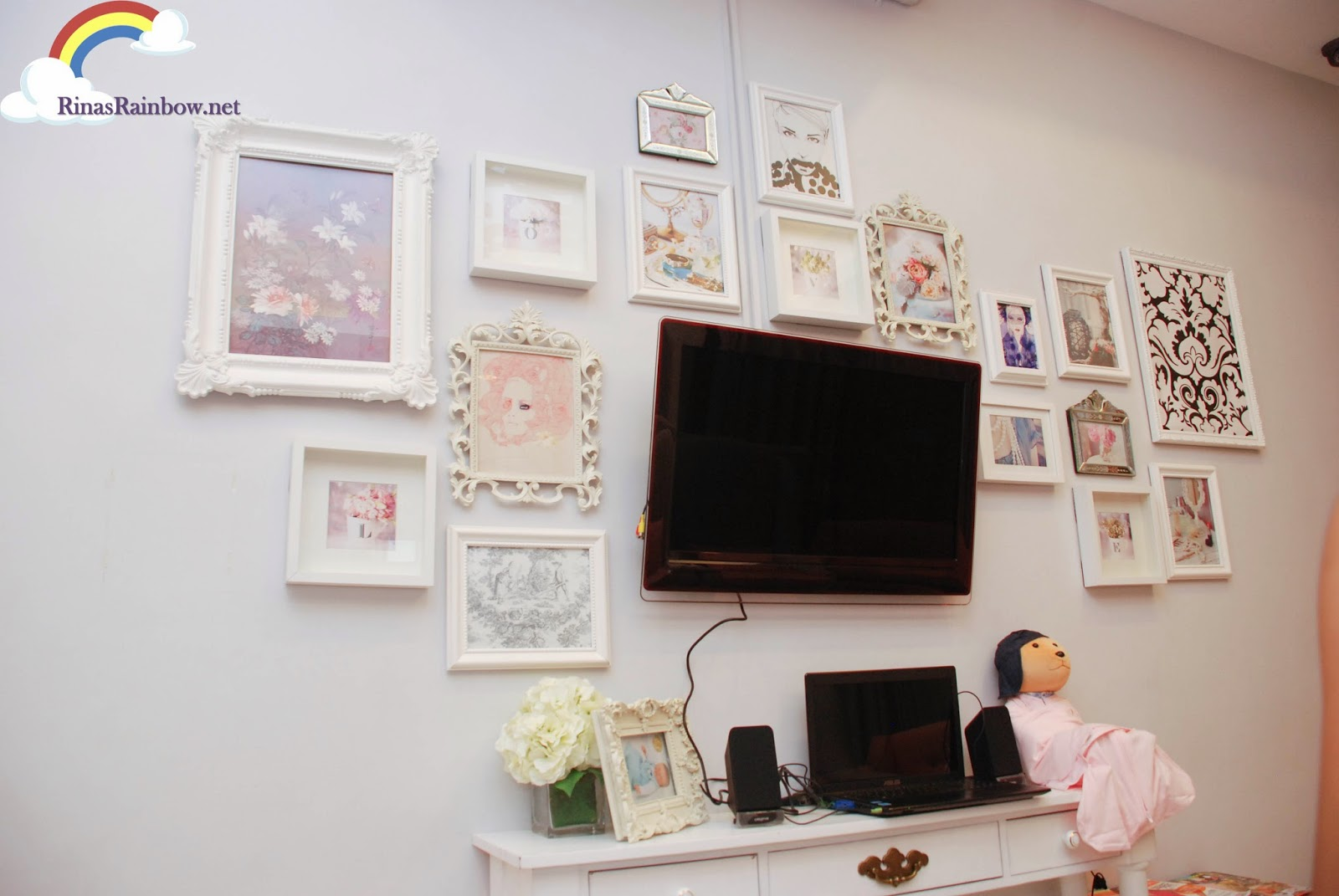 pretty wall with flatscreen tv