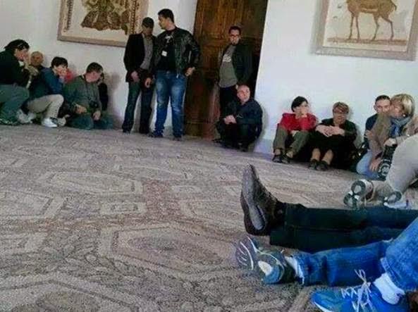Tunis: 3 Italian tourists hostage by terrorists