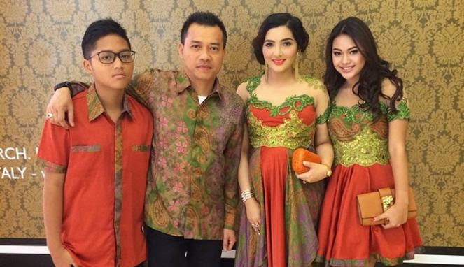 Ragam Model Baju Kebaya Modern 2016 - model-kebaya.com