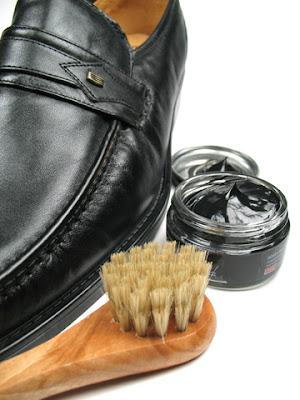 Buty po nałożeniu pasty polerujemy kulistymi przez około 10 minut.