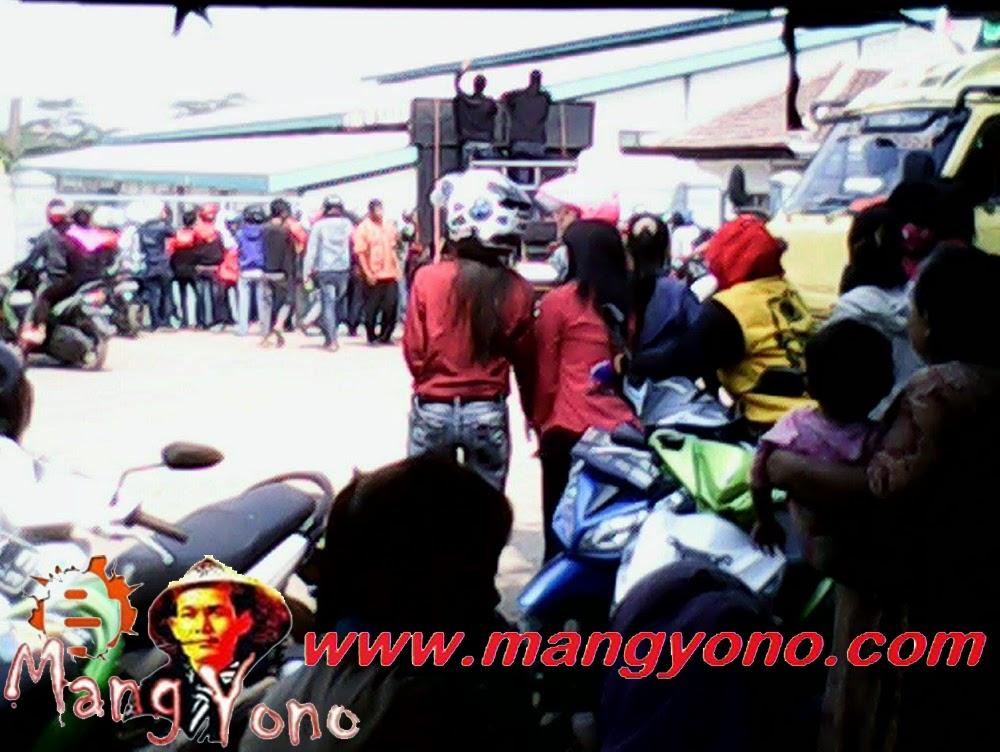 Demo buruh mendesak Upah Minimum Kabupaten (UMK)