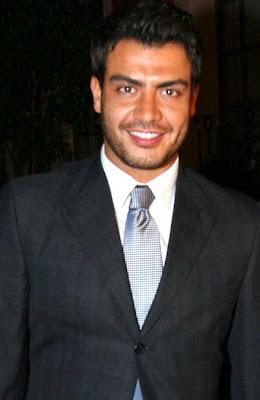 Andrés Palacios con bigote y barba