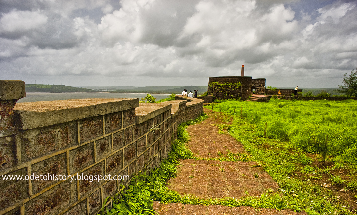 An ode to history a photo montage vijaydurg fort - Ratnagiri Is Known As God S Land In The Epics There S A Legend That The Parshuram After Donating The Entire Earth Had No Place To Reside
