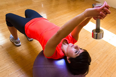 How to Flatten Your Stomach Using Hand Weights