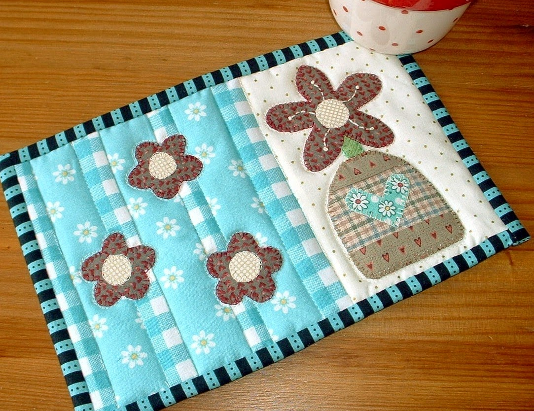 http://www.craftsy.com/pattern/quilting/home-decor/flower-vase-mug-rug/45542