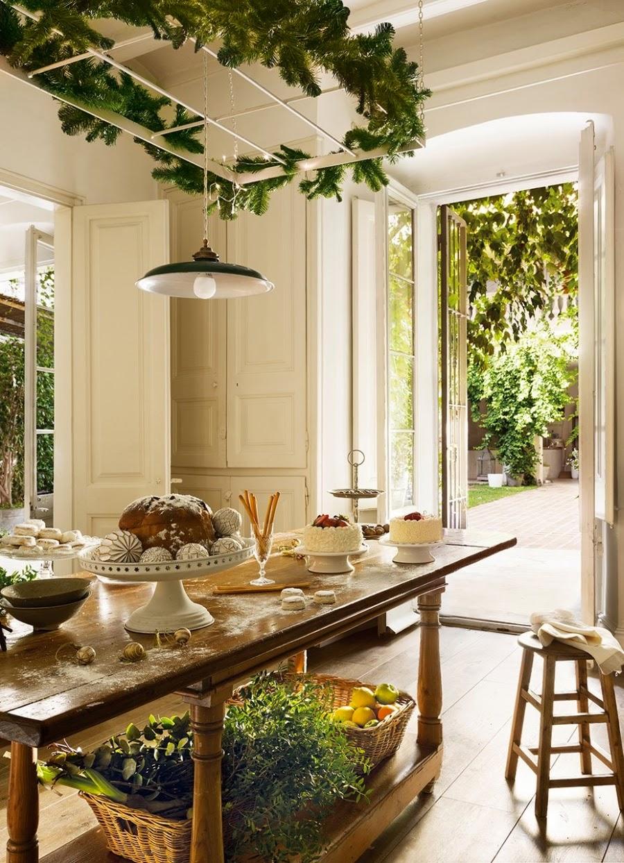 wystrój wnętrz, styl francuski, home decor, wnętrza, urządzanie mieszkania, Boże Narodzenie, Święta, zima, ozdoby świąteczne, styl francuski, białe wnętrza, biel, styl skandynawski, złote akcenty, choinka, kuchnia