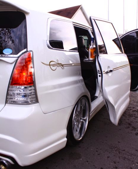 Modifikasi Pintu Toyota Innova