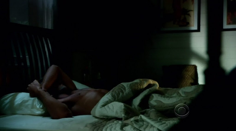 Alex O'Loughlin Shirtless in Hawaii Five-0 s2e09