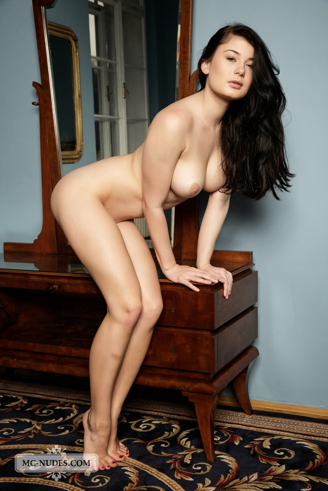 lucy lee nude pics