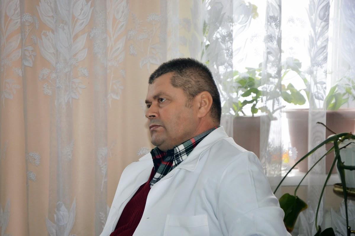 Головний зоотехнік-технолог ДП Племрепродуктор Степове І.Варзар уважно слуха доповідь магістра