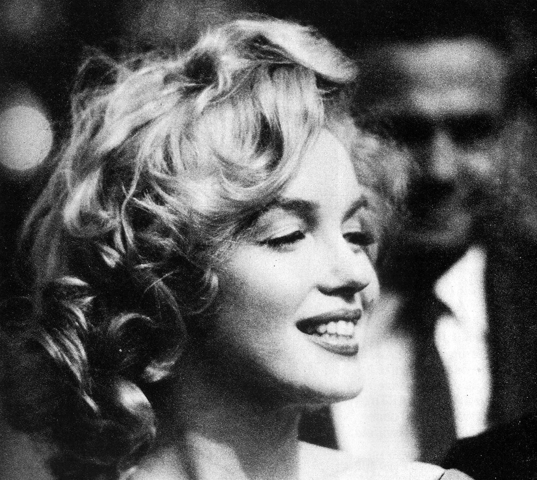 http://4.bp.blogspot.com/-ijcaihYSu3E/TuJfAQizLcI/AAAAAAAABwc/jgWUnxHpzDM/s1600/Marilyn-Monroe-marilyn-monroe-14991390-1500-1342.jpg