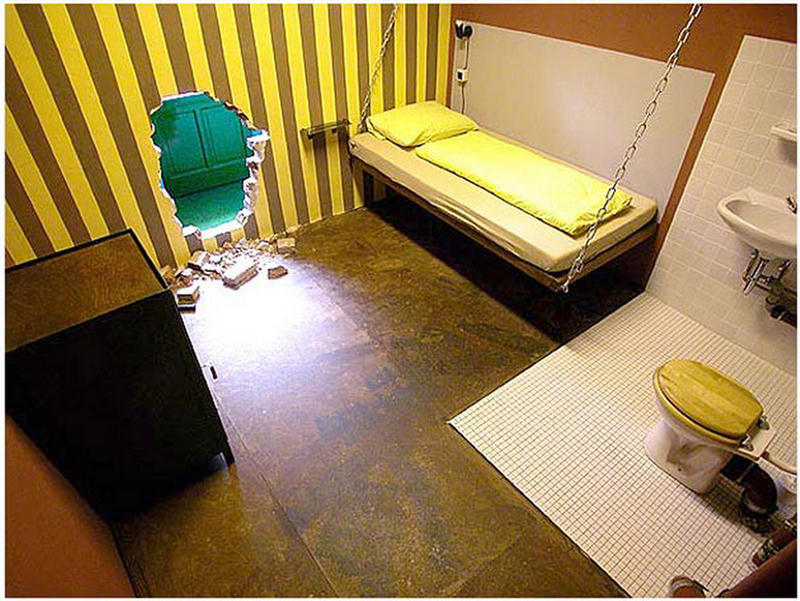 Unique weird romantic hotels rooms for Quirky hotels
