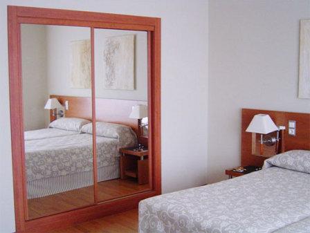 Decoracion de interiores y mas tips para organizar tu for Espejo grande habitacion