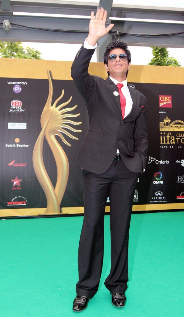 http://4.bp.blogspot.com/-ik1KSFXOCGM/Tg7DriSWY2I/AAAAAAAAbj4/Ey8970eFQ30/s1600/Hot-Bolly-Celebs-on-IIFA-2011-Green-Carpet-in-Toronto-12.jpg