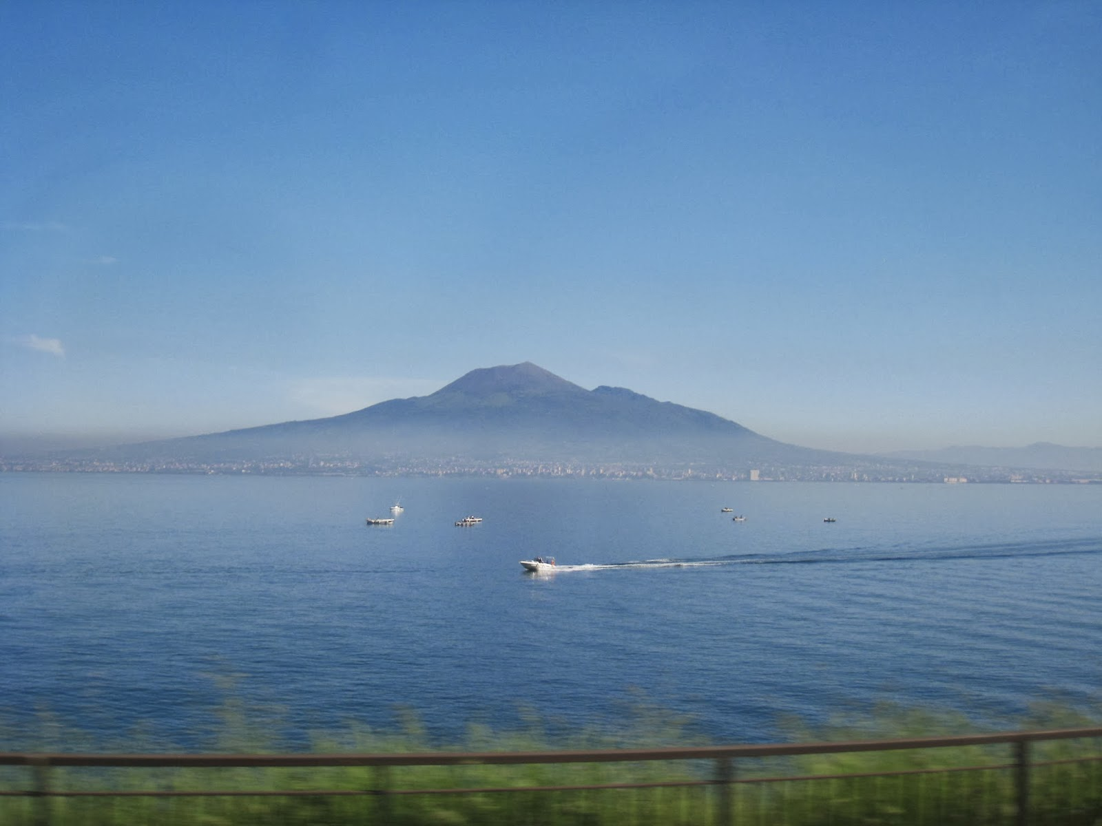 Seaside-of-Italy-Mount-Vesuvius-the-Volcano-Naples