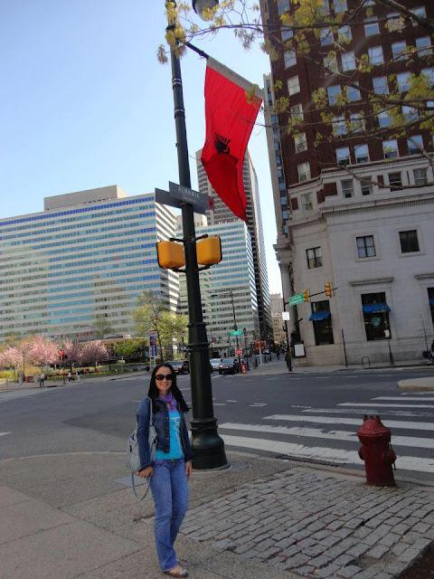 """La bandiera albanese alzata a Philadelphia(Usa), la via prende il nome""""Albania"""""""