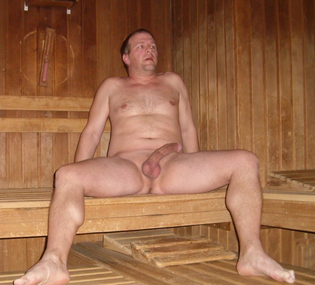 Sauna spy men