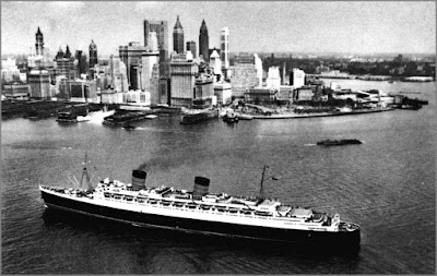 Queen Elizabeth ship approaching New York