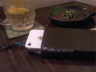 漆の印篭型スマートフォンケースです。