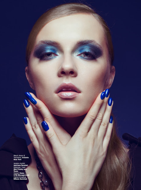 Marie-Claire-Indonesia-azul-uñas