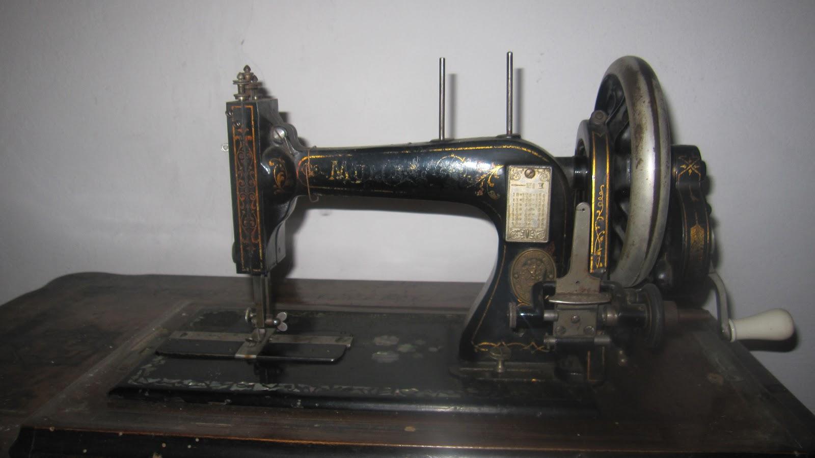 Mobili Anni 30 : Mobili anni macchina da cucire muller anni
