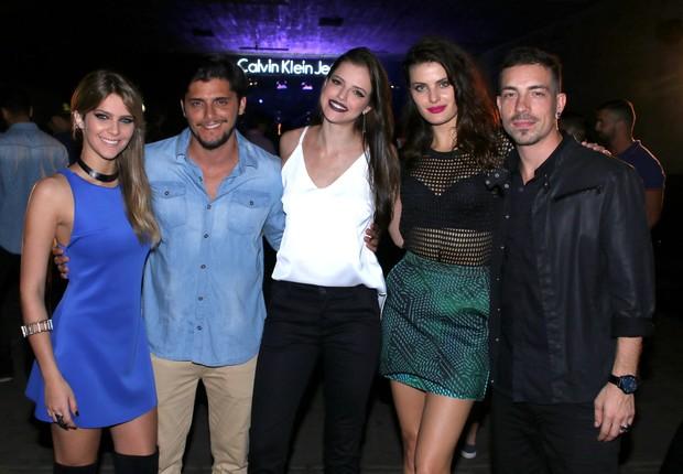 A atriz Isabella esteve na festa da grife Calvin Klein