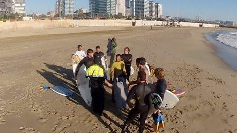 policia barcelona surf