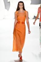 Дълга рокля райе с презрамки Carolina Herrera пролет-лято 2013