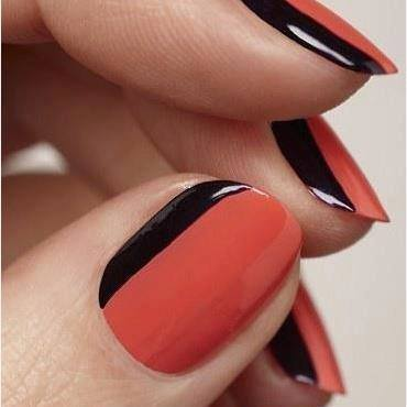 uñas rojas con raya negra