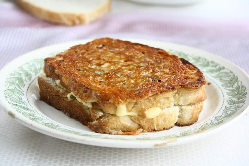 collecting memories: Caramelized Grilled Cheese Sandwich
