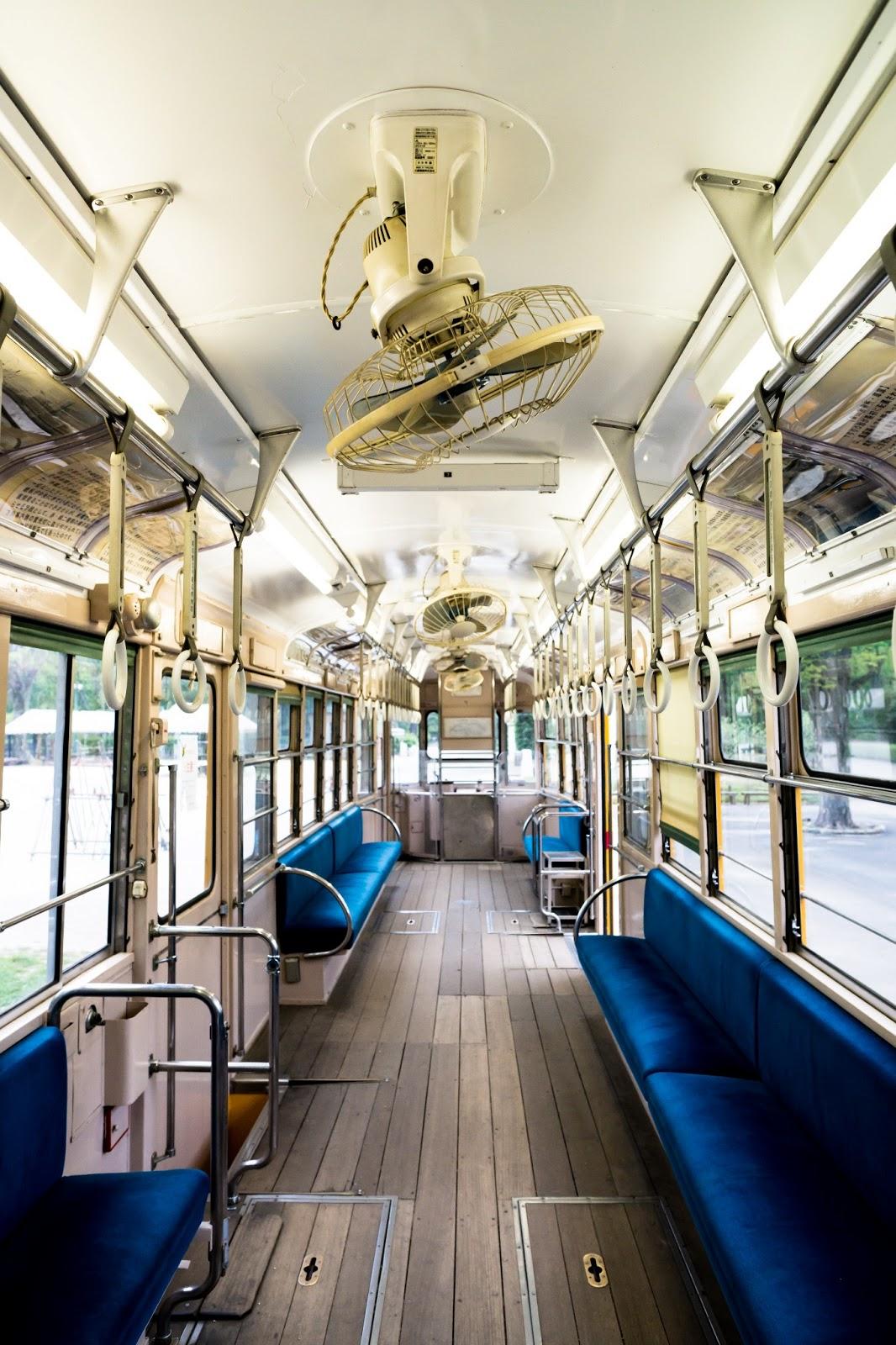 古い電車内の写真